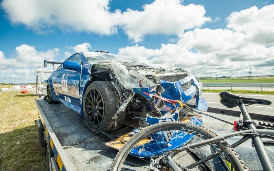 1000 km lenktynių treniruotėje sudaužyta Toyota Celica