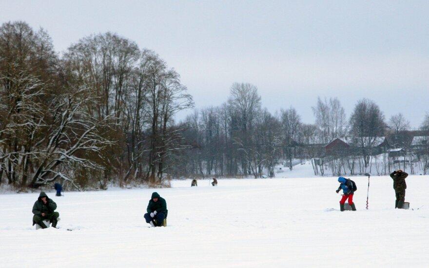 Perspėjimas žvejams: ant ledo galima žvejoti tik įsitikinus jo saugumu