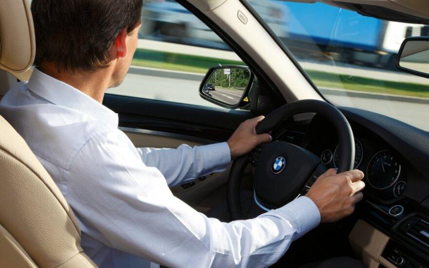 Vairuoti, vairuotojas, prie vairo, BMW