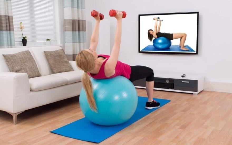 Patarimai, kaip sportuoti namuose: kada, kiek ir su kokia įranga