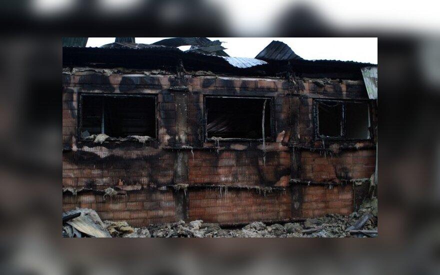 Kaune sudegė medžio apdirbimo įmonės pastatai