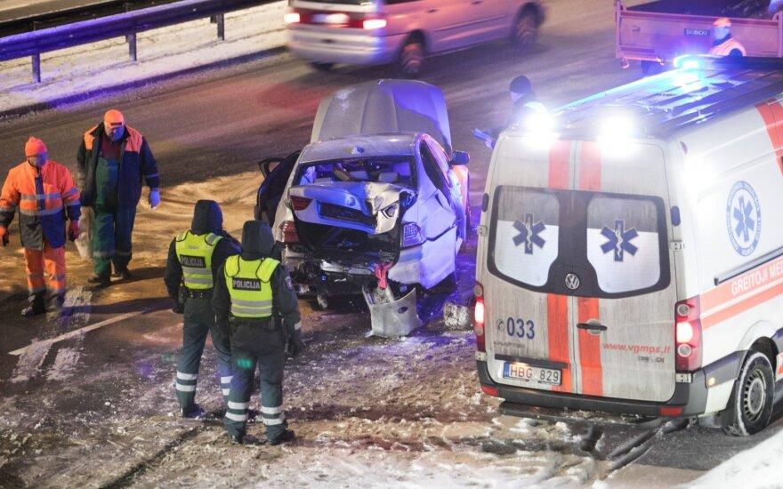 Nelaimės keliuose: specialistai naujus vairuotojus vadina prarastąja karta