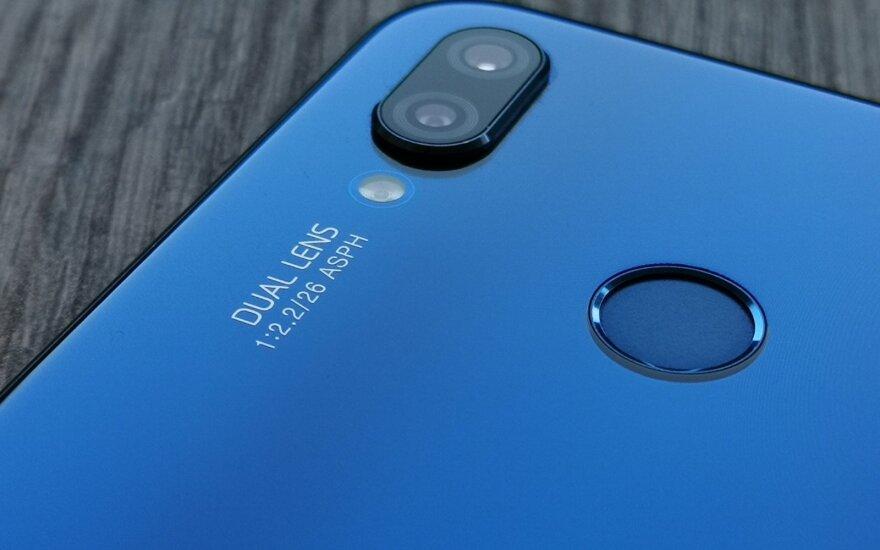 """Europos technologijų komisaras: ES turi sunerimti dėl """"Huawei"""""""