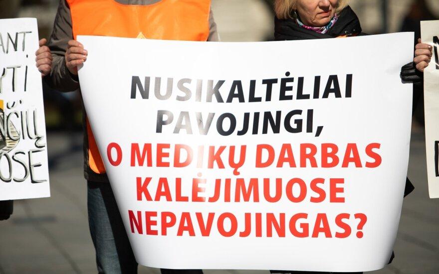 Atlyginimų kėlimo nesulaukiantys įkalinimo įstaigų medikai ruošiasi streikuoti