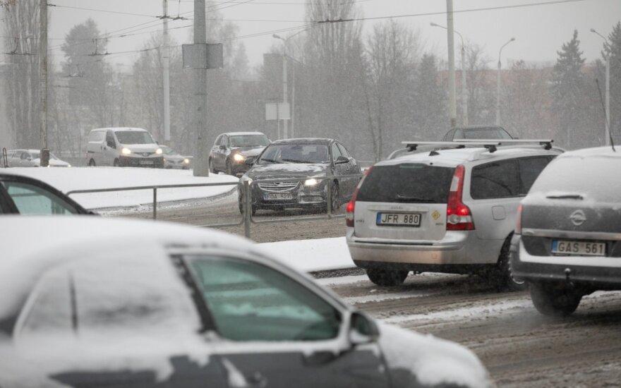 Vilniečių laukia pirmasis žiemos egzaminas: kelionė namo iš darbų užtruks