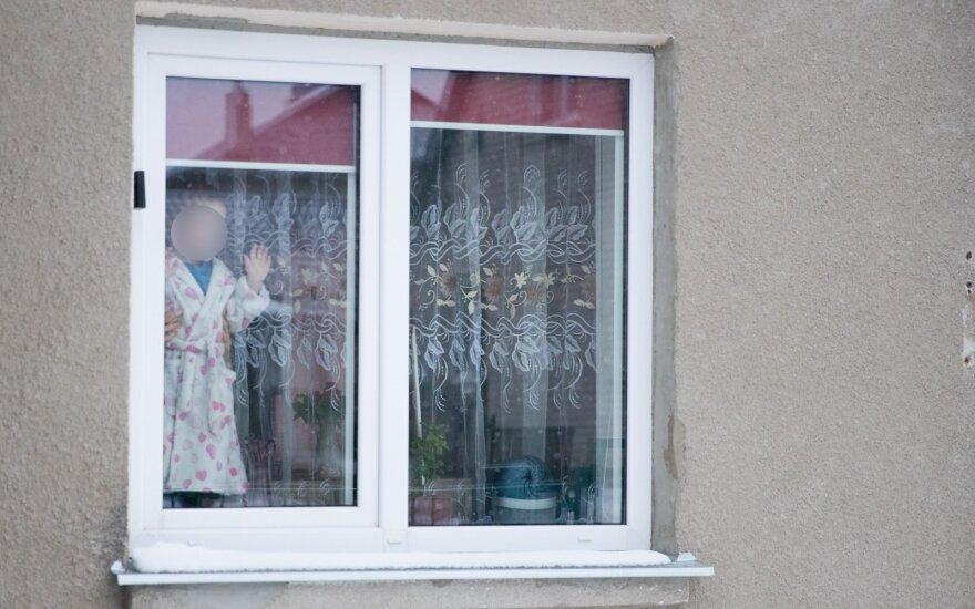 Nesuprantamas vaikino elgesys: vertė pjaustytis rankas mažamečius kaimynus