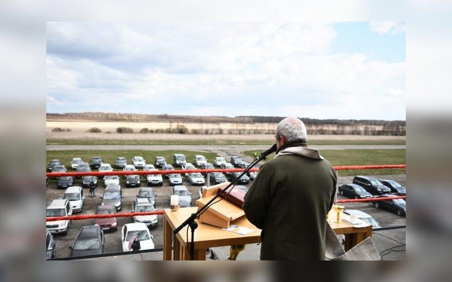 Bistrampolio dvaro aerodromas taps kino bei muzikos sale po atviru dangumi