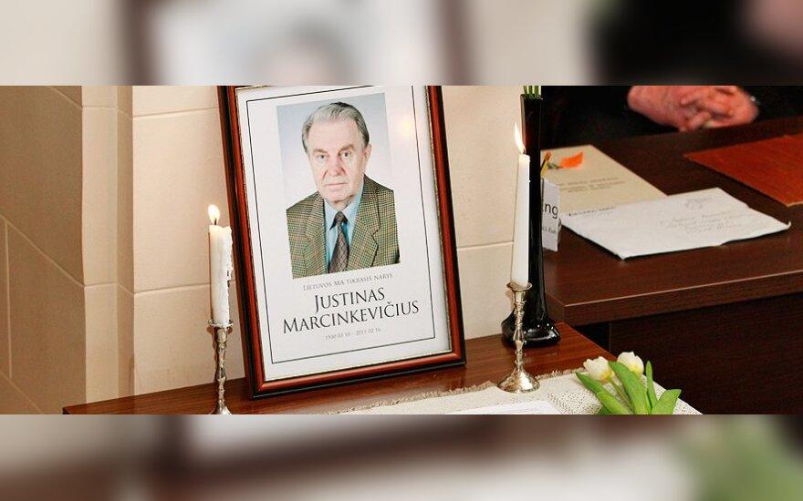 Prienuose ketinama J.Marcinkevičiaus vardu pavadinti biblioteką