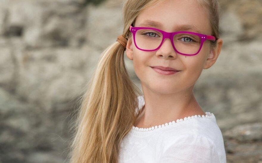 Ekspertė pataria: kaip tinkamai parinkti akinius vaikui ir kokių klaidų nedaryti