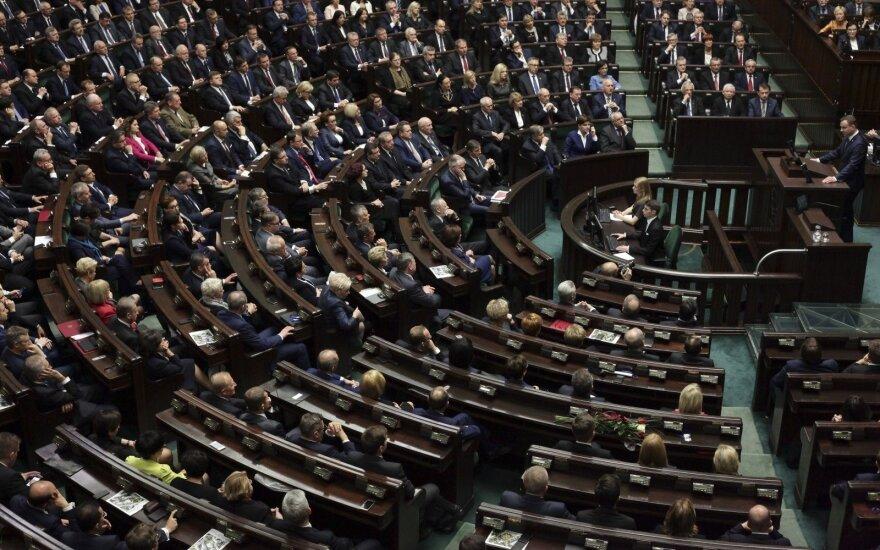 Lenkijos parlamento komitetas pritarė iniciatyvai sugriežtinti abortų įstatymą
