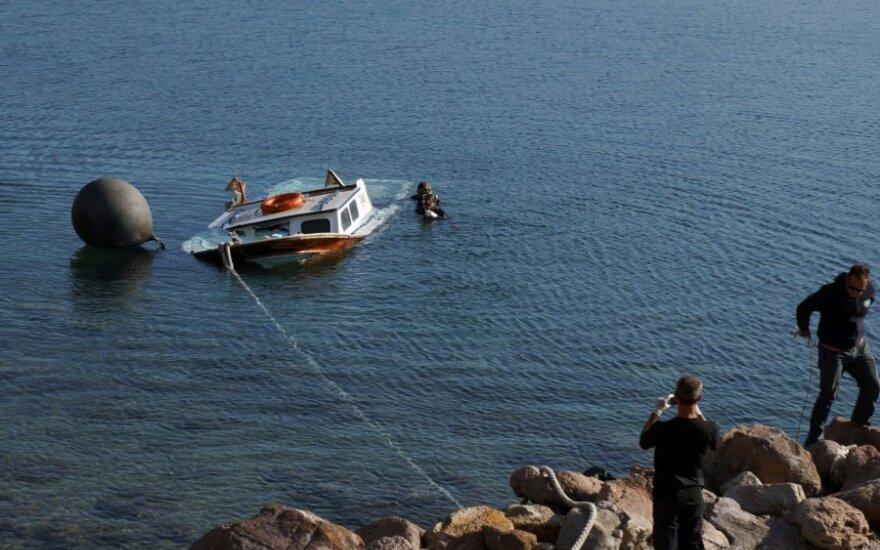Prie Graikijos nuskendus keliems migrantų laivams žuvo mažiausiai septyni vaikai