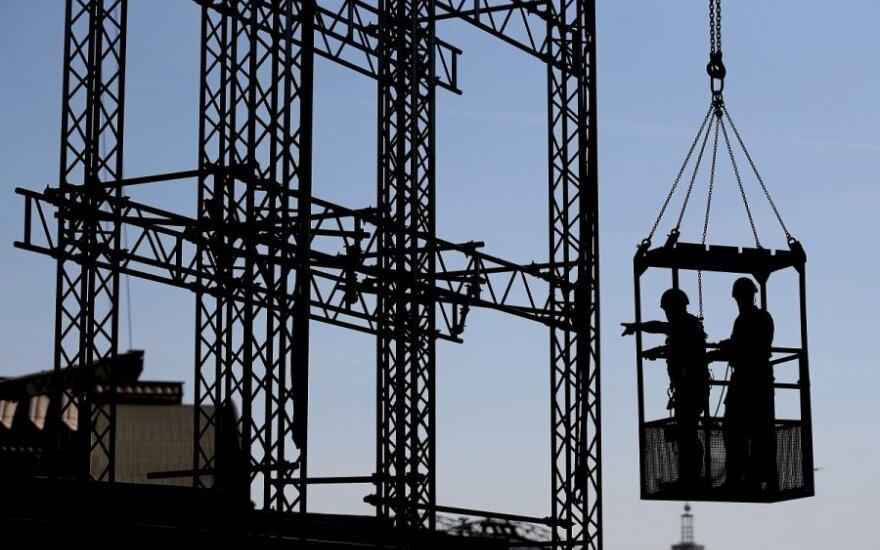Darbuotojai; darbininkai; statybininkai