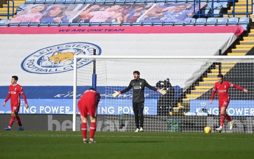 """Alissonas vėl padarė kliurką, o """"Liverpool"""" parpuolė trečią kartą iš eilės"""