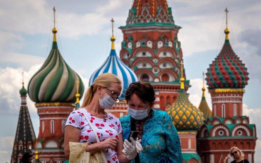 """Rusijoje ir toliau """"sprogsta"""" nauji COVID-19 atvejai: per parą užsikrėtė beveik 8 tūkst. žmonių, 99 mirė"""