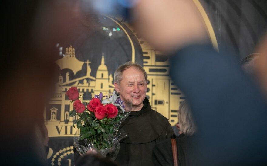 Kunigui Juliui Sasnauskui įteiktos Vilniaus garbės piliečio regalijos