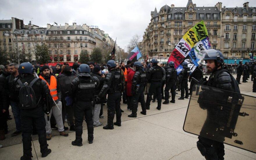 Paryžiuje streiko prieš pensijų reformą 19-ą dieną aktyvistai blokavo metropoliteną