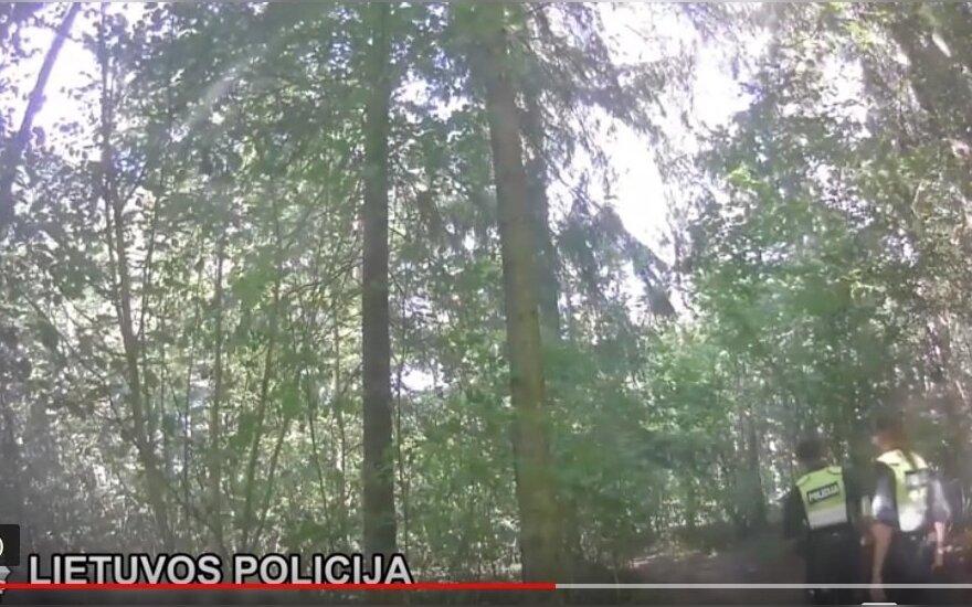 Nufilmuotos įtemptos gaudynės: girtas mopedo vairuotojas pervertino savo jėgas