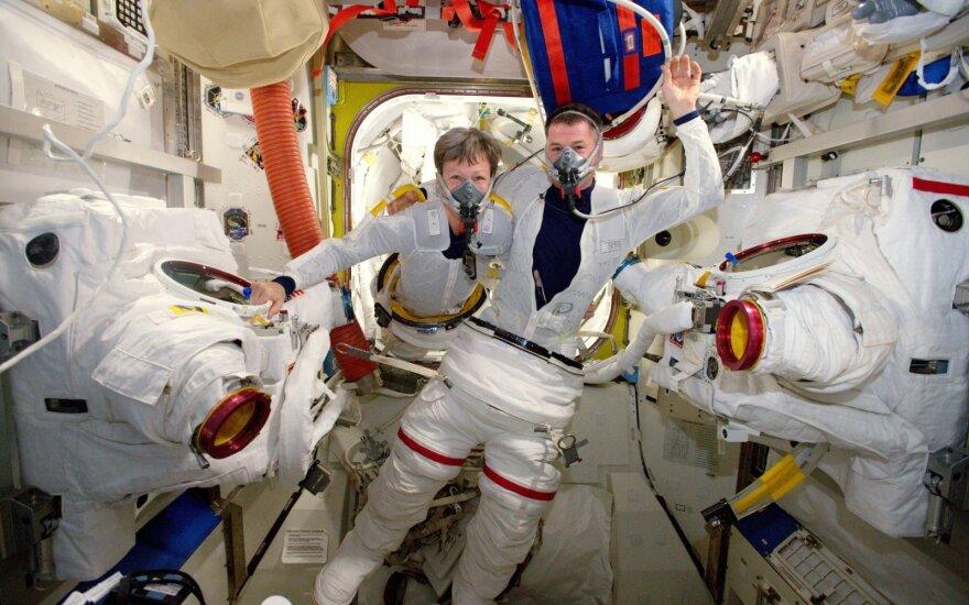 Astronautai Thomas Pesquet ir Peggy Whitson Tarptautinėje kosminėje stotyje