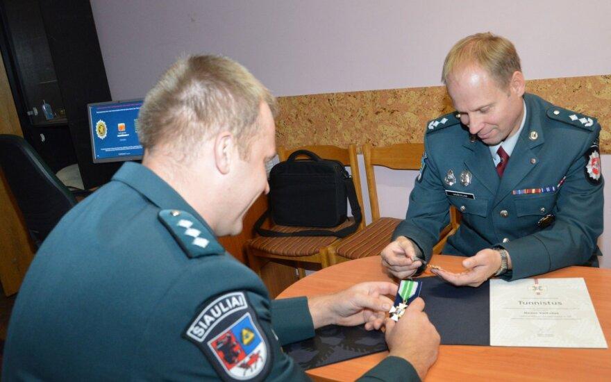 Dvejus metus azartišką automobilių vagį gaudę pareigūnai sulaukė estų įvertinimo
