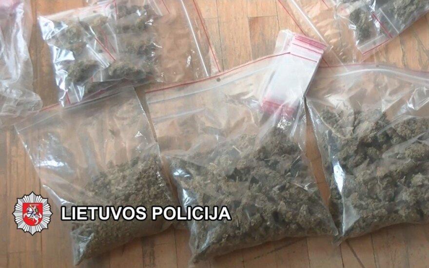 Narkotikų prekeivio motina pareigūnei siūlė automobilį, kelionę ir butą Plungėje