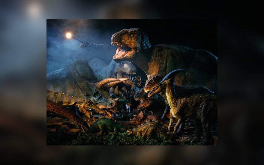 S.Spielbergas taps serialo apie dinozaurus prodiuseriu