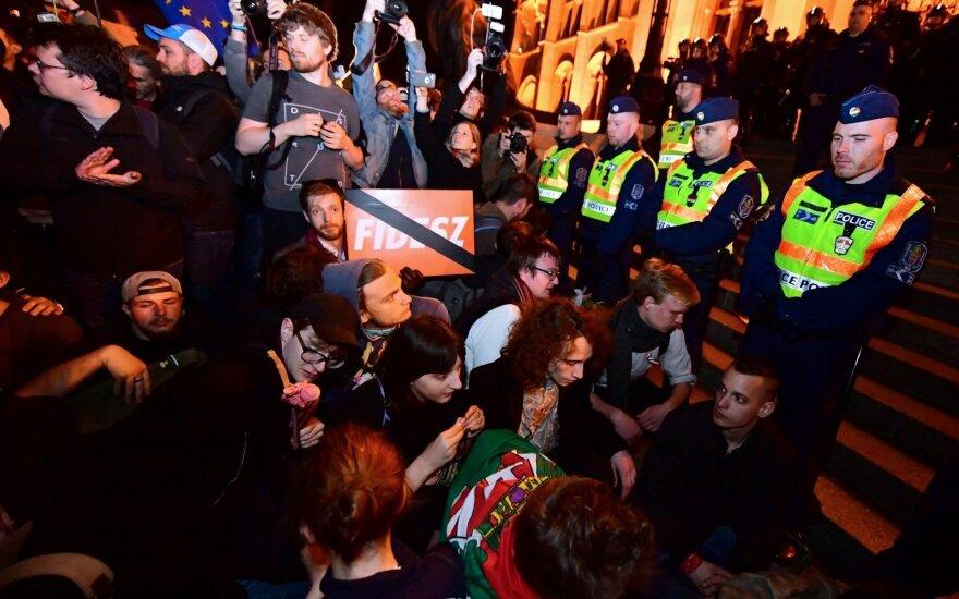 Tūkstančiai žmonių Vengrijoje vėl protestavo prieš vyriausybę