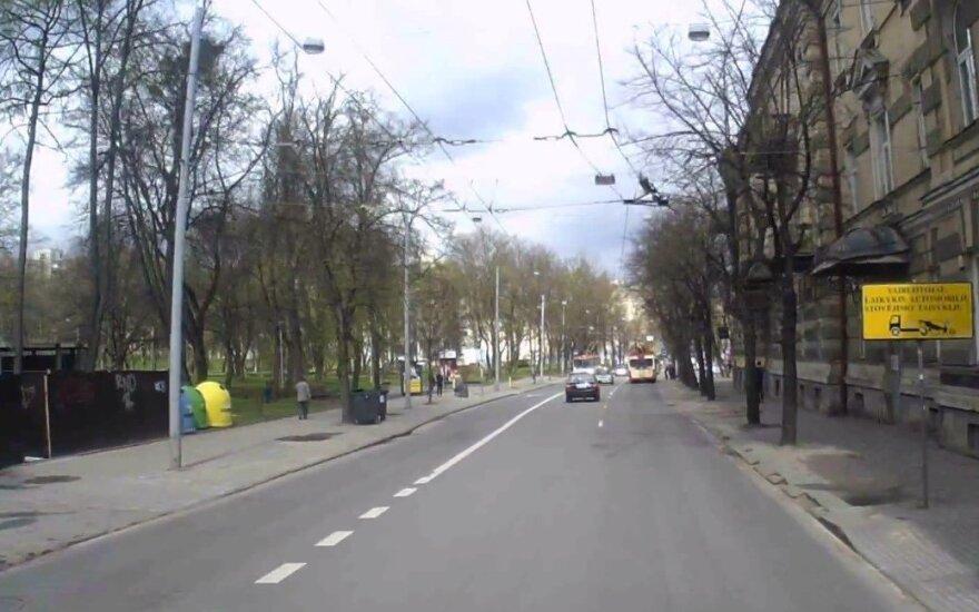 Sostinės centre – įžūlaus vairuotojo kelionė prieš eismą