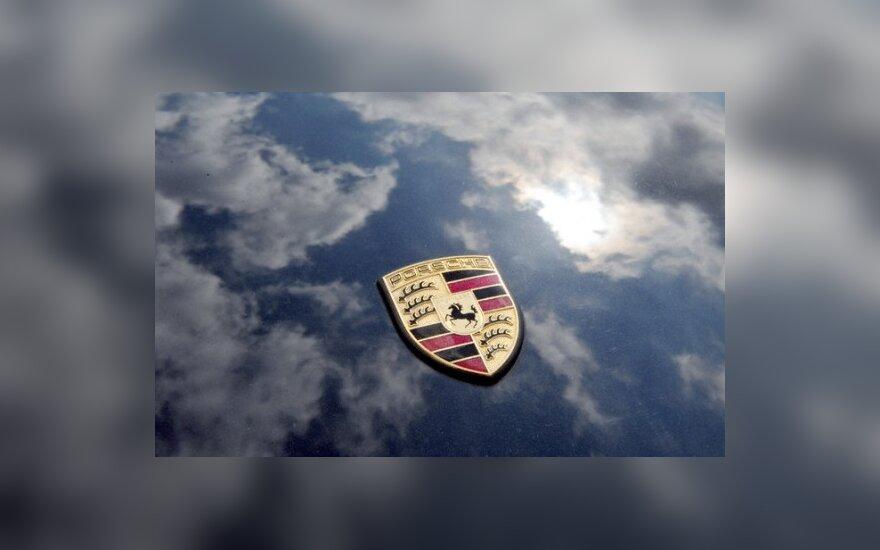 """""""Porsche"""" istorijoje rasta juodų dėmių"""