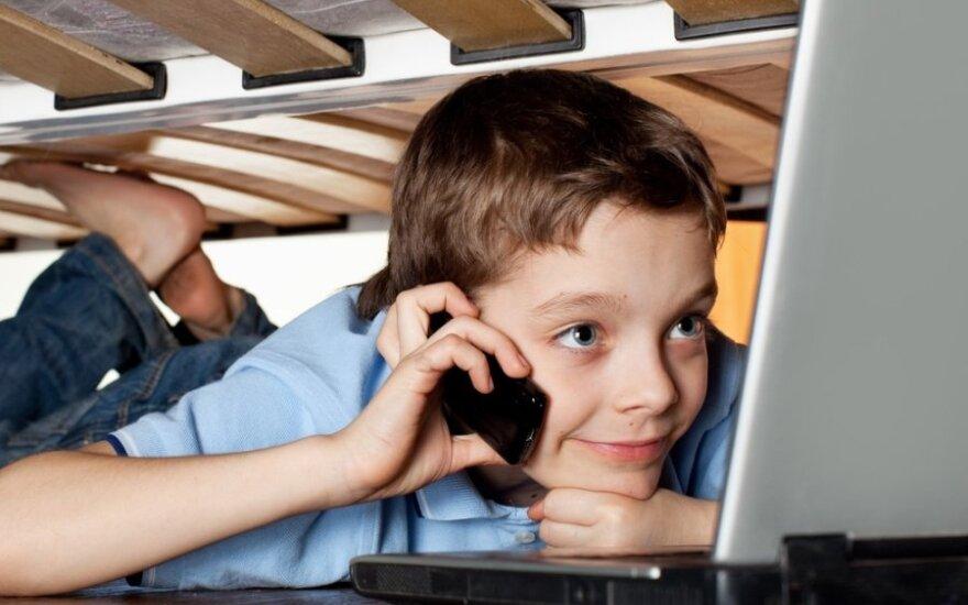 Kaip apsaugoti vaikus nuo interneto pavojų? Patarimai tėvams
