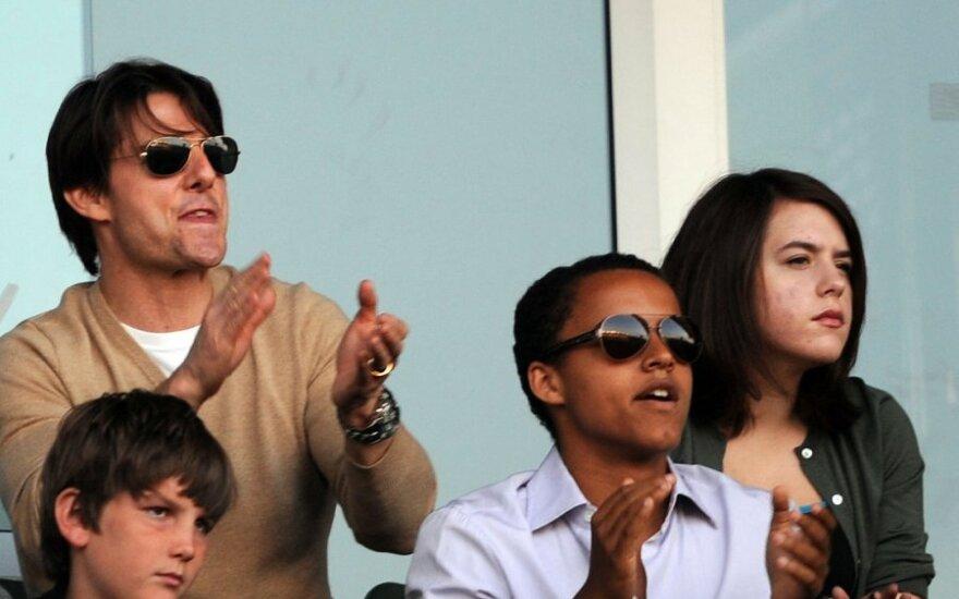 Tom Cruise`as su vaikais Connoru (centre) ir Isabella