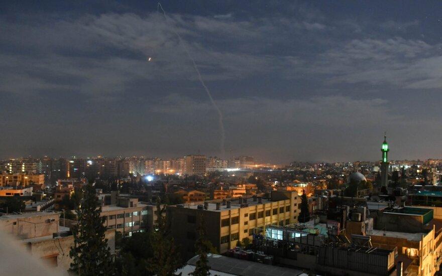 Izraelio aviacija Sirijoje atakavo Irano pajėgas. Vaizdas virš Damasko