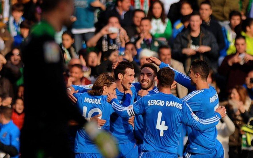 Komandos draugai sveikina Garethą Bale'ą su pelnytu įvarčiu