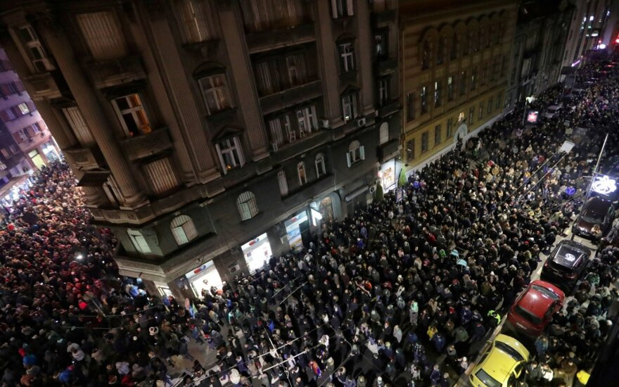 Serbijoje tęsiasi protestai prieš valdžią