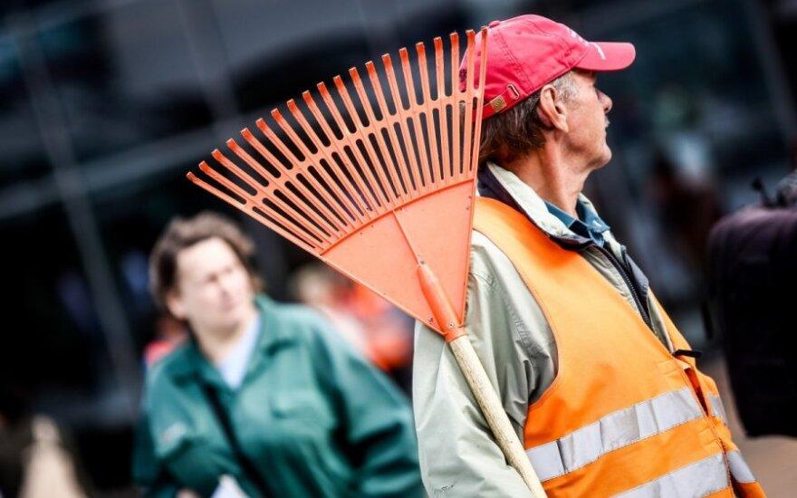 Darbdaviams kelia klausimų išleidžiami milijonai bedarbiams