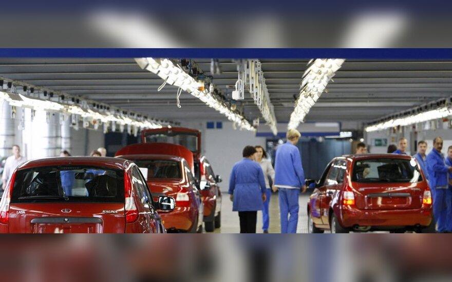 """""""AvtoVAZ"""" atleis 7,5 tūkst. darbuotojų"""
