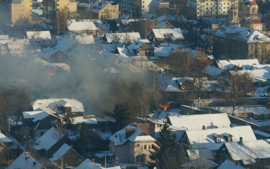 Miesto panoramą užtemdžiusius dūmus užfiksavo skaitytojas