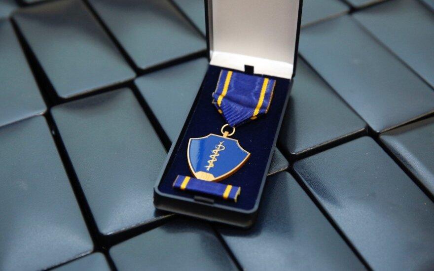 Verygos teikiamus medalius tirs VRK: pandemija nesibaigė, o apdovanojimai jau teikiami