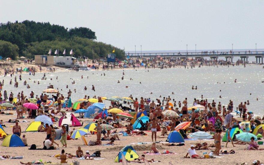 Palanga braška per siūles: paplūdimiai sausakimši, pažeidėjų tyko pareigūnai