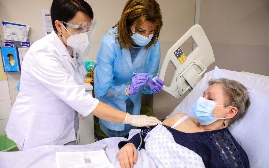 Pacientų skiepijimas nuo koronaviruso Kauno klinikose