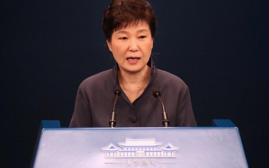 Nušalinta P. Korėjos prezidentė: tikiu, kad tiesa išaiškės