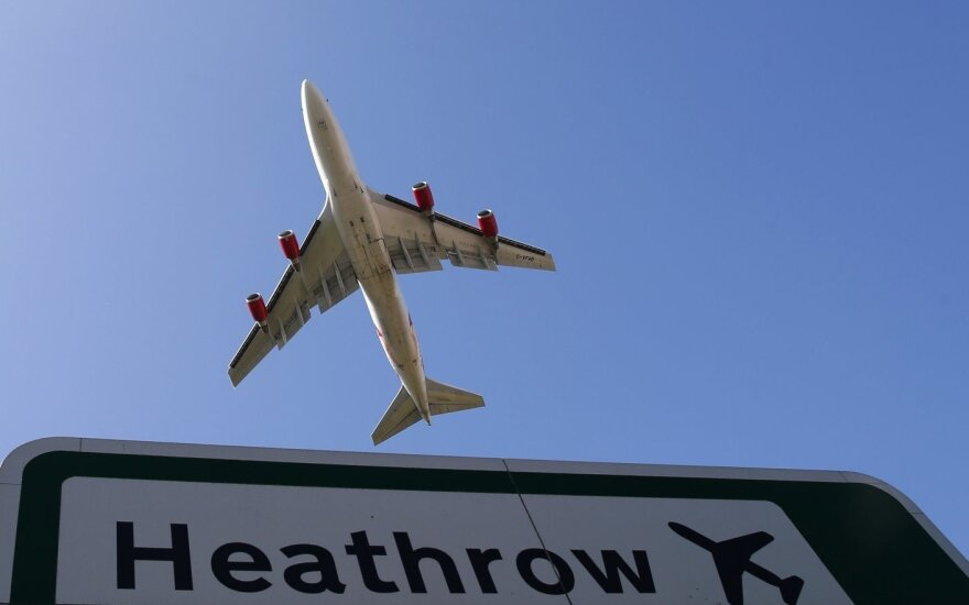 """Britų parlamentas balsavo už Londono """"Heathrow"""" oro uosto plėtrą"""