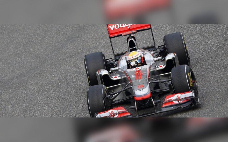 """Lewisas Hamiltonas su """"McLaren"""" automobiliu"""
