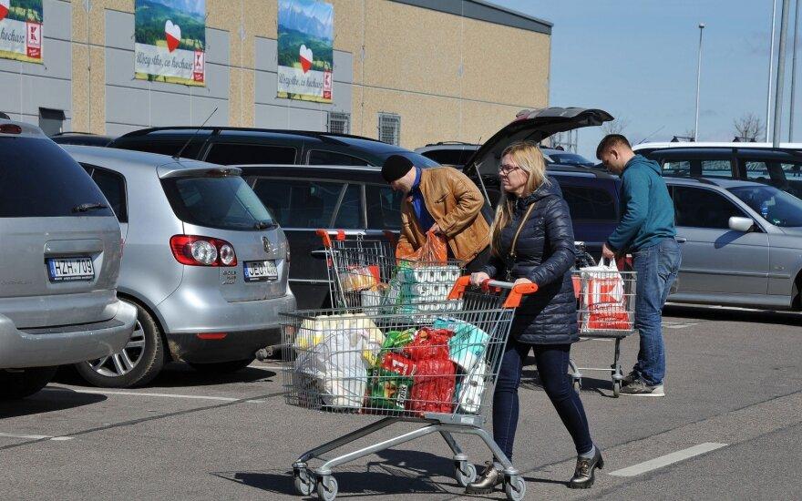 Ilgametis emigrantas neiškentė: tiek norvegai, tiek latviai vyksta kitur apsipirkti, kuo čia stebėtis?