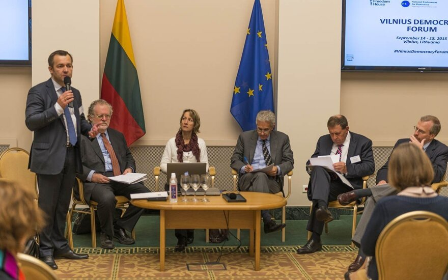 Ramunas Vilpisauskas moderating the morning session at the Vilnius Democracy Forum   Photo Ludo Segers