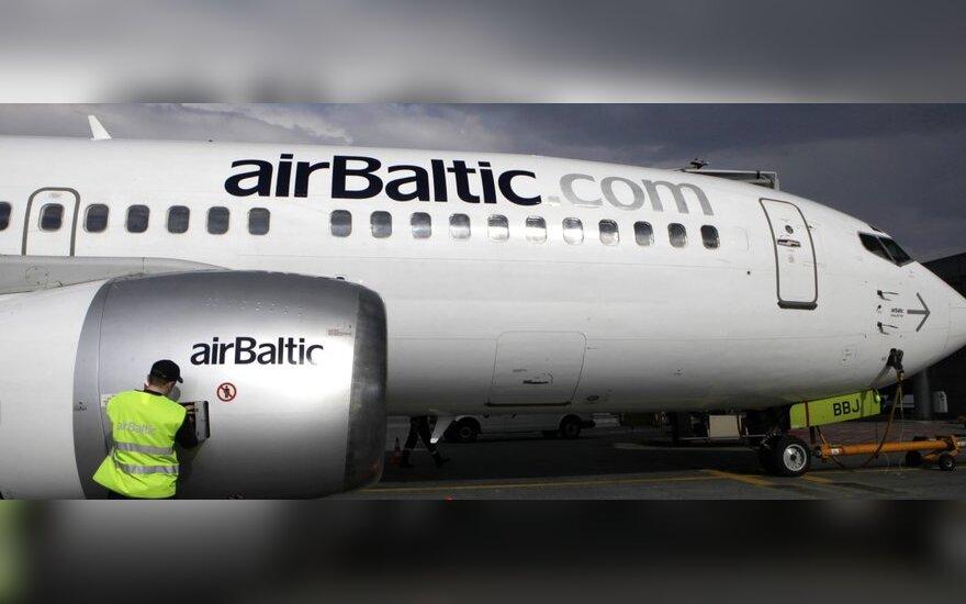 """Latvijos ministras: """"airBaltic"""" greit gali tapti nemokia"""