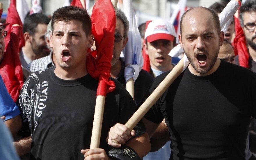 Graikai streikuoja dėl taupymo priemonių