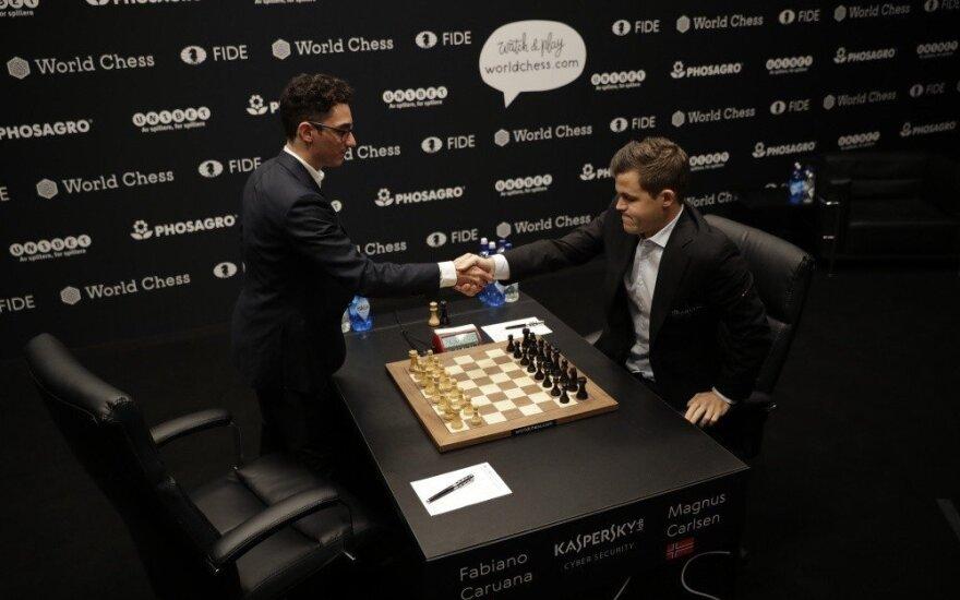 Caruana nepasinaudojo pranašumu ir dar vieną partiją su Carlsenu baigė lygiosiomis
