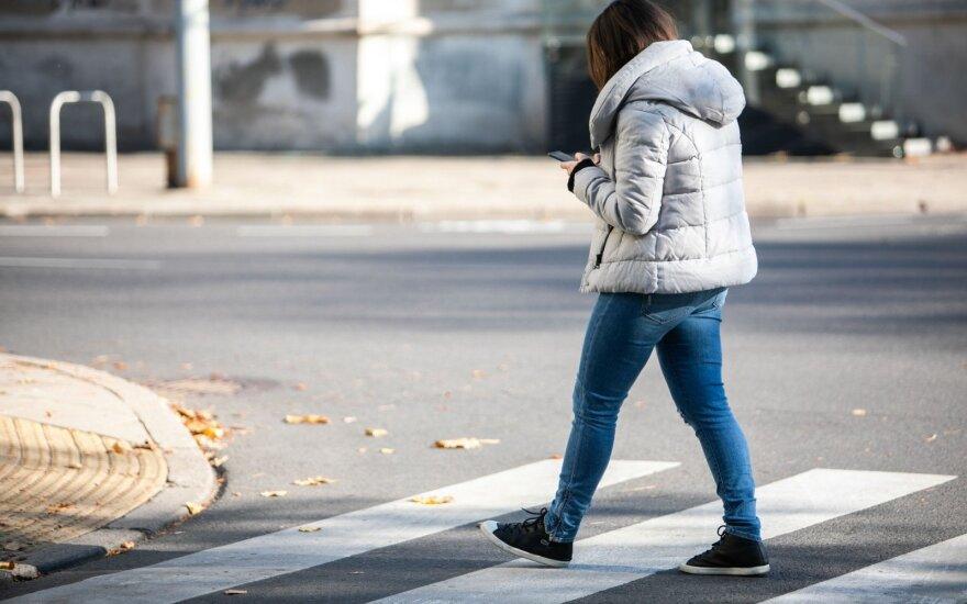 """Kauno savivaldybė """"rombų"""" prie pėsčiųjų perėjų nori, Susisiekimo ministerija priešinasi"""