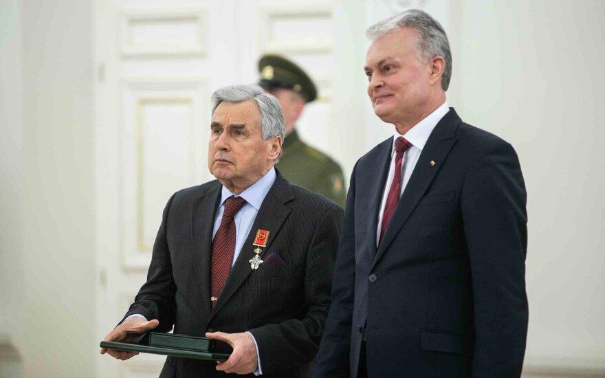 Valstybės apdovanojimai – buvusiam Pentagono vadui, archeologams, dirigentams