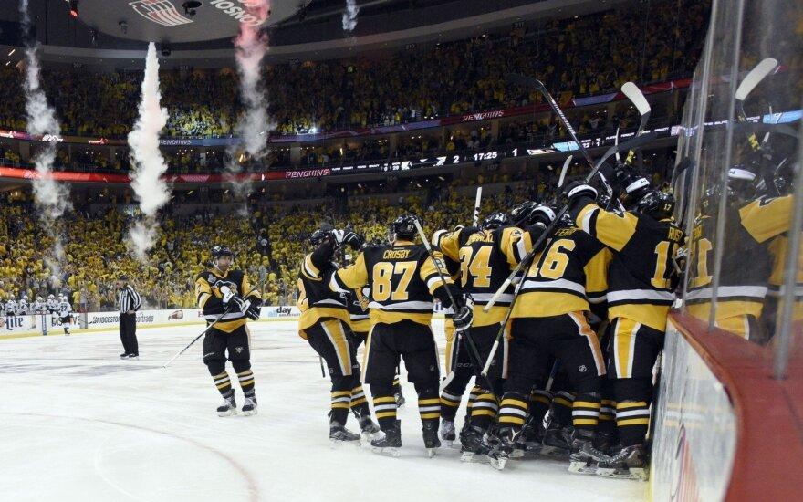 """""""Sharks"""" su D. Zubrumi pralaimėjo antrą NHL finalo mačą"""